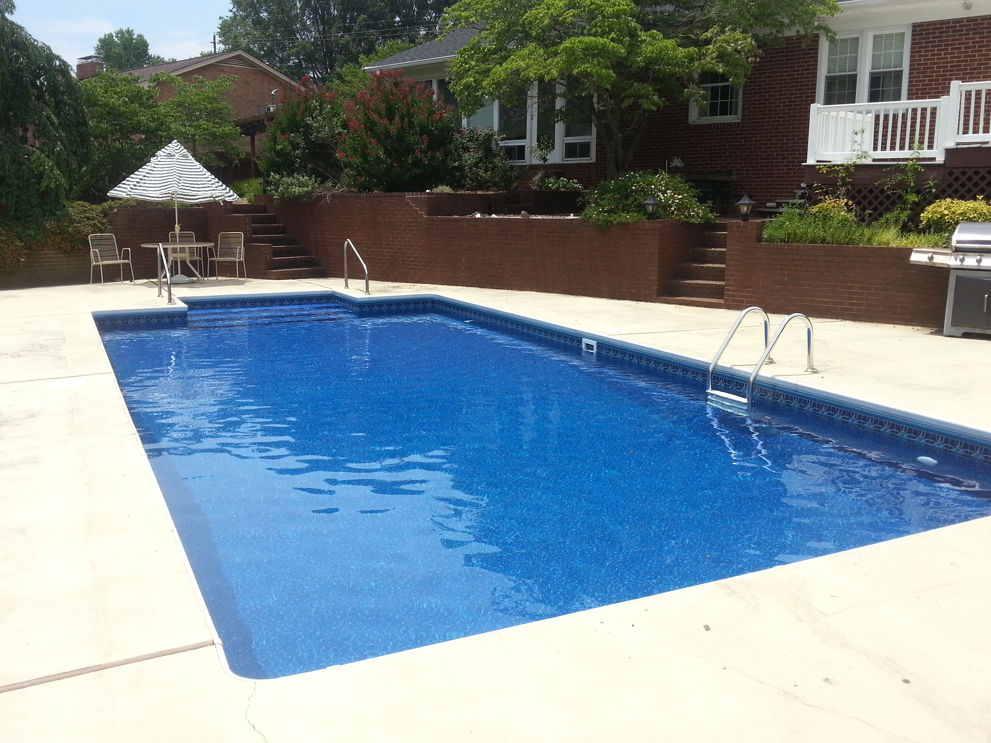 Can I install a vinyl liner in my stainless steel wall pool ...