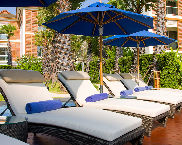 In-Ground Vinyl Liners, landscaping, umbrellas, pool chairs, swimming pool towels